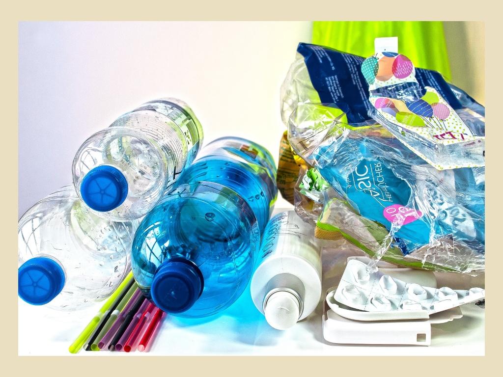 Image for TZ – Recyklovaný plast nesmí přijít do styku s potravinami. Proč jsou lahve od Mattoni hlavně reklamním trikem?
