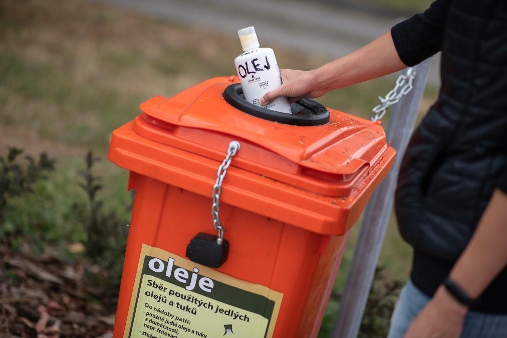 Image for Obce si s povinným sběrem olejů a tuků poradily bez větších problémů
